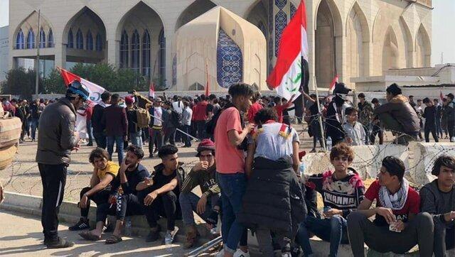 معترضان عراقی بی توجه به شیوع کرونا به تجمعات ادامه می دهند