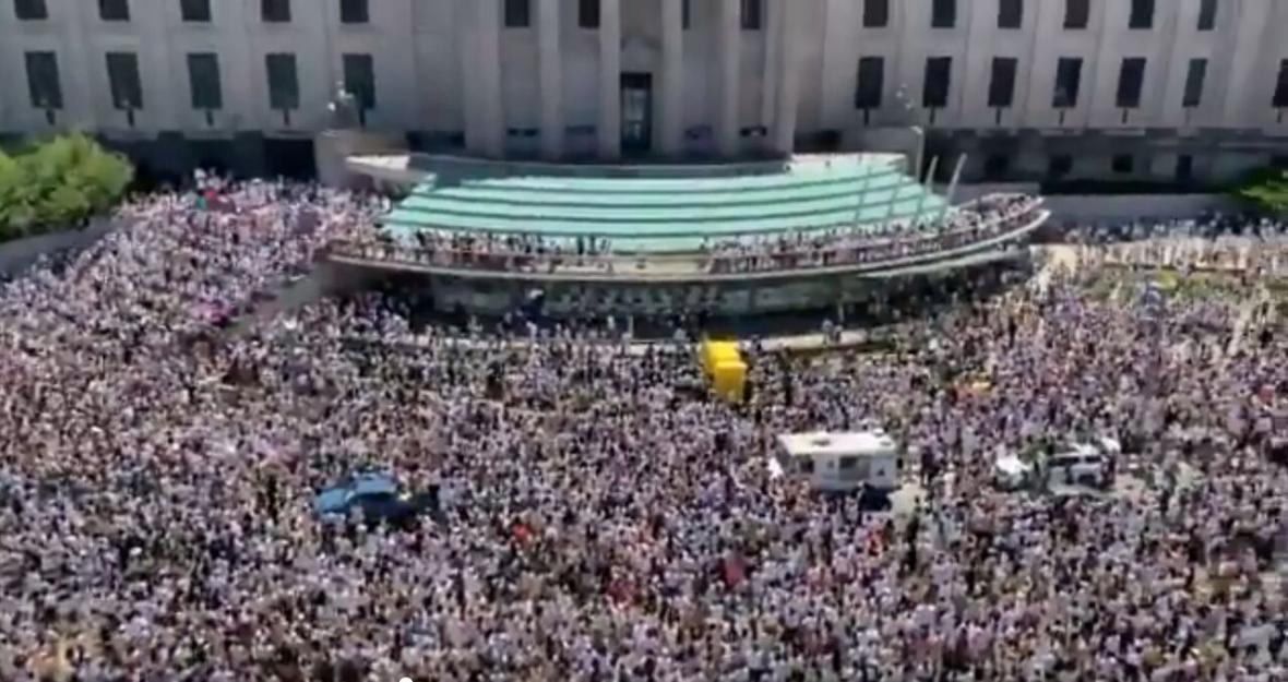 هزاران نفر در نیویورک در همبستگی با سیاهپوستان تجمع کردند