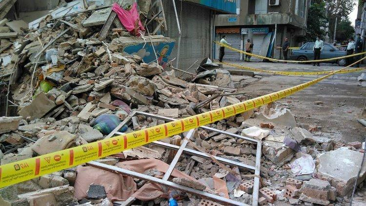 4 محبوس احتمالی در ریزش ساختمانی در خیابان ابوذر
