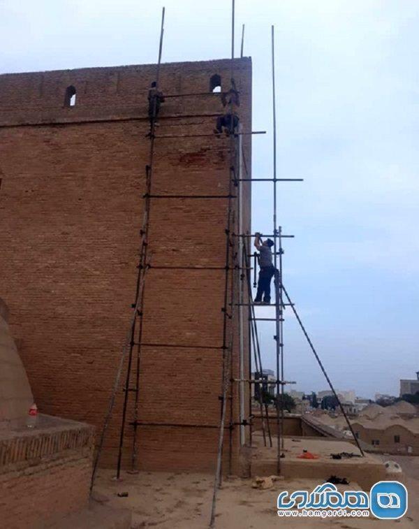بازسازی اضطراری ایوان مسجد جامع سمنان آغاز شد