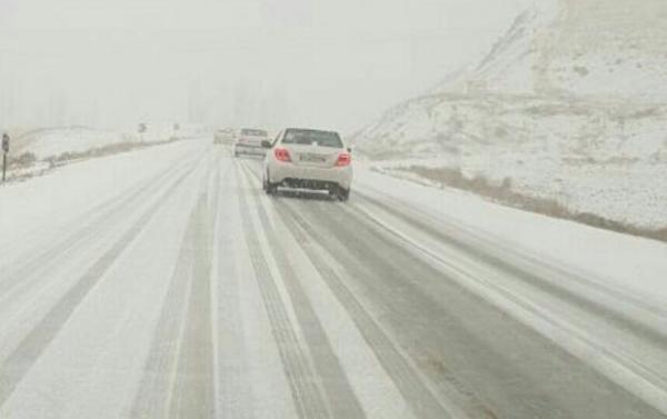 بارش برف و باران در 9 استان ، افزایش تردد وسایل نقلیه در جاده ها