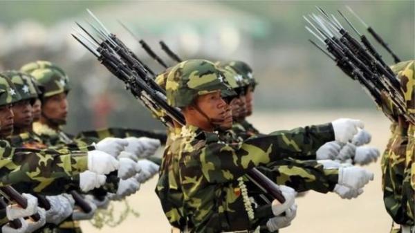 ارتش میانمار در کوشش برای آرام کردن اوضاع از ترس کودتاست