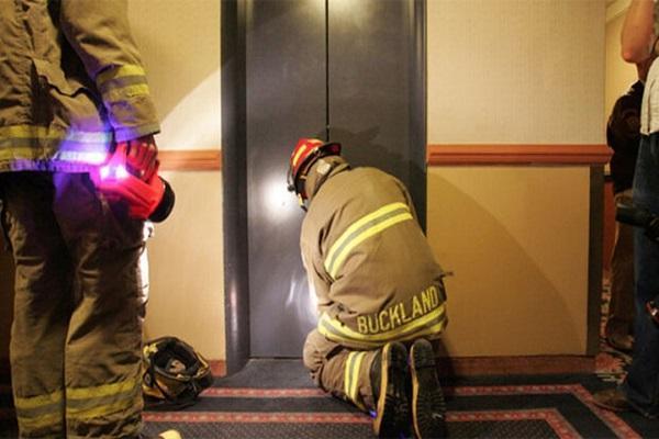 هنگام قطعی برق در آسانسور چه کنیم؟