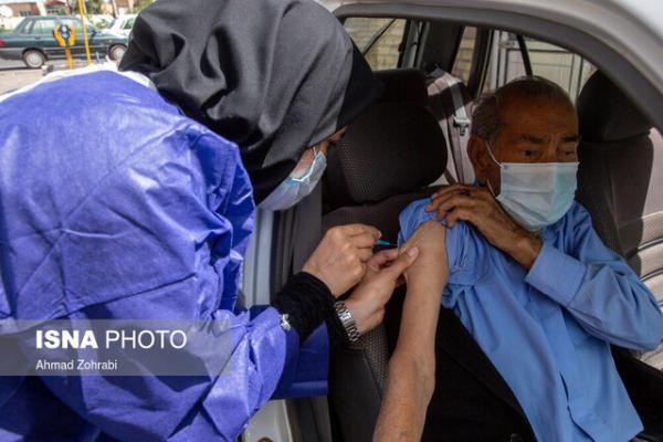 واکسیناسیون خودرویی سالمندان در شهرک دانش و سلامت مشهد