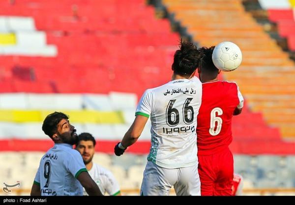 لیگ برتر فوتبال، پرسپولیس در اصفهان علیه اصفهان، کوشش استقلال برای امیدوار ماندن
