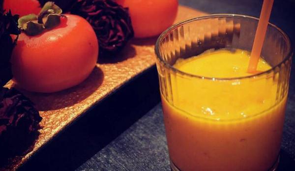 طرز تهیه اسموتی خرمالو، یک نوشیدنی خوشمزه پاییزی